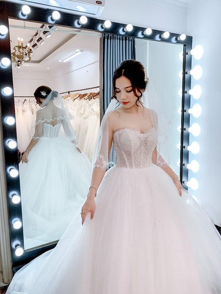 Lựa chọn váy phù hợp cho cô dâu